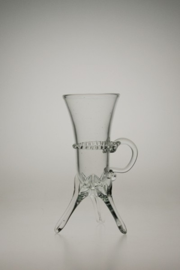 Kalíšek na nožičkách zdobený spinou bílý - Lesní sklo