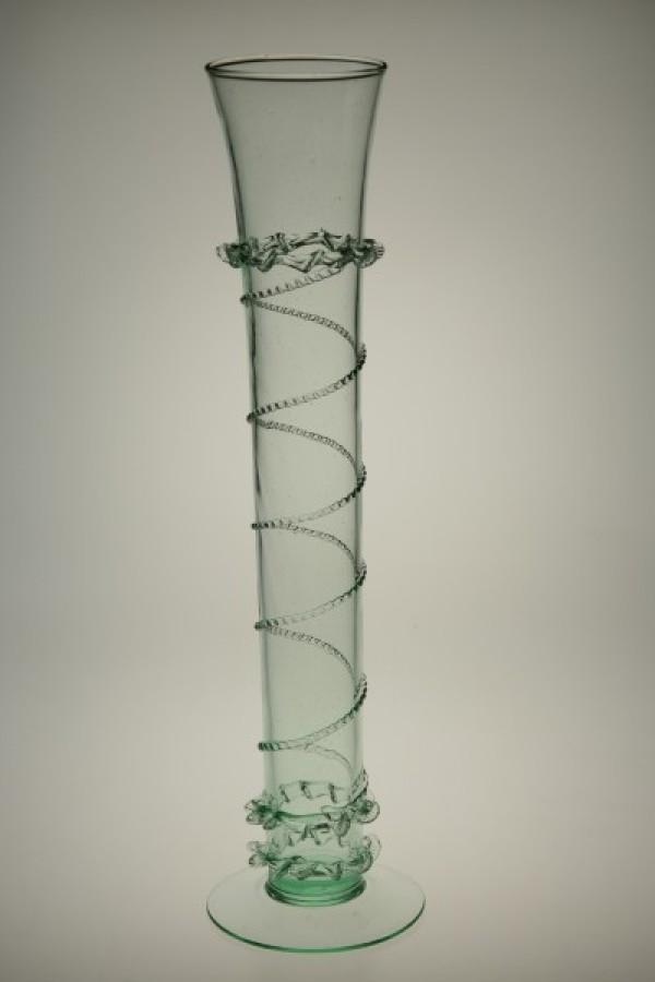 Gotická píšťala zdobená rádlovou a štípanou nití - Lesní sklo