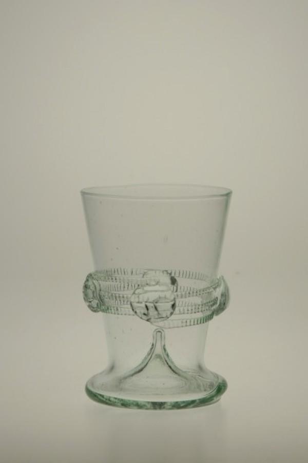 Pohárek s rádlovou spinou zdobený nálepy - Lesní sklo