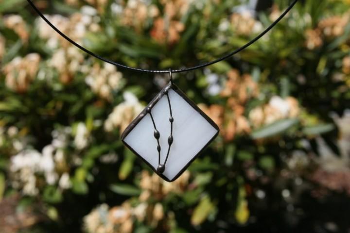 Šperk bílý s patinou - Lesní sklo