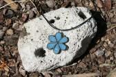 Kytička modrá s patinou - Lesní sklo