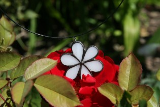 Kytička bílá s patinou - Lesní sklo