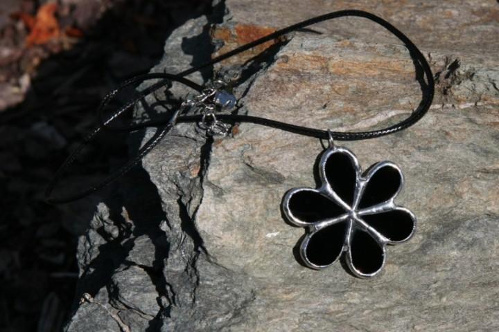 Kytička černá - Lesní sklo