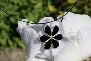 Kytička černá na obruči - Lesní sklo