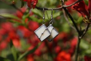 Náušnice béžové zdobené - Lesní sklo