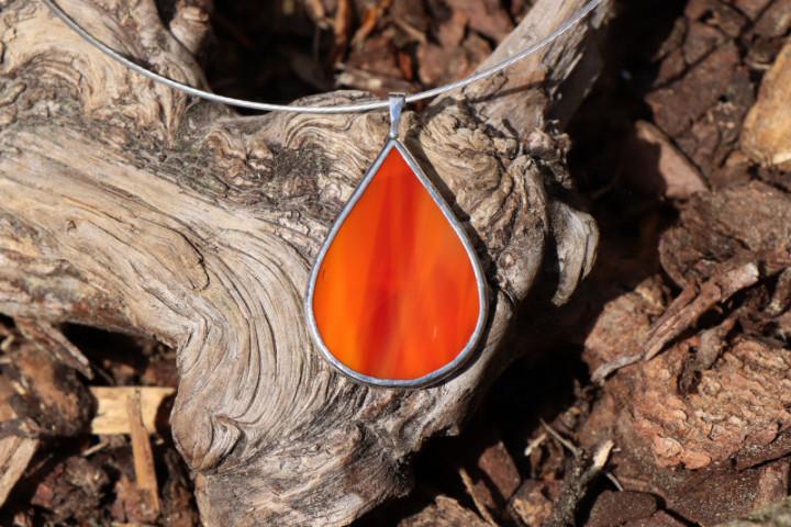 Šperk - kapka ohnivá - Lesní sklo