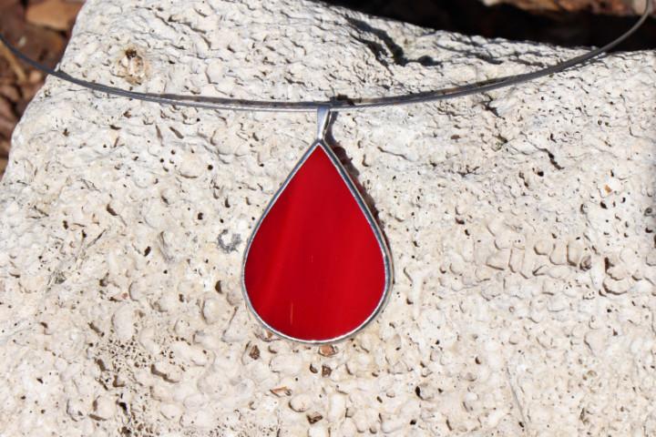 Šperk - kapka červená - Lesní sklo