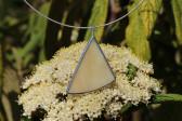 Béžový trojúhelníček - Lesní sklo