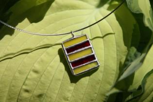 Červeno-žlutý šperk - Lesní sklo
