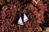Náušnice růžové zdobené s patinou - Lesní sklo
