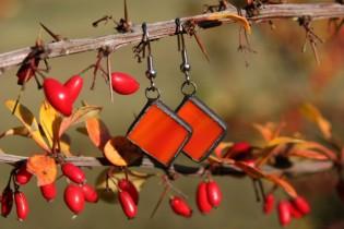 Náušnice červenooranžové s patinou - Lesní sklo