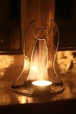 Anděl - svícen na čajovou svíčku kouřový - Lesní sklo