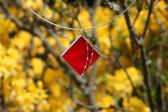 Šperk červený zdobený - Lesní sklo