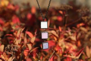Trojbarevný šperk pro jemné duše - Lesní sklo