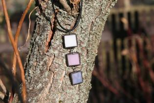 Trojbarevný šperk na šňůrce - Lesní sklo