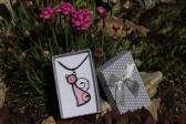 Kočka růžová v dárkové krabičce - Lesní sklo