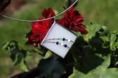 Modrobílý šperk paní Zimy - Lesní sklo