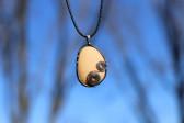 Béžový šperk s kamínkem - Lesní sklo