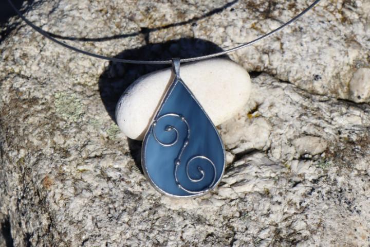Šperk - kapka z moře zdobená - Lesní sklo